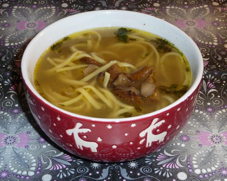 Вкусный суп с лапшой и грибами