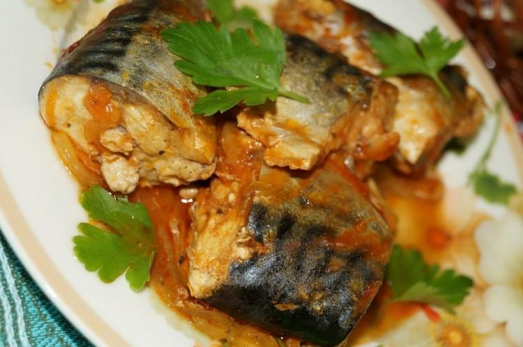 Рыба минтай с луком и морковью