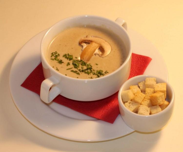 Красивая подача грибного супа-пюре