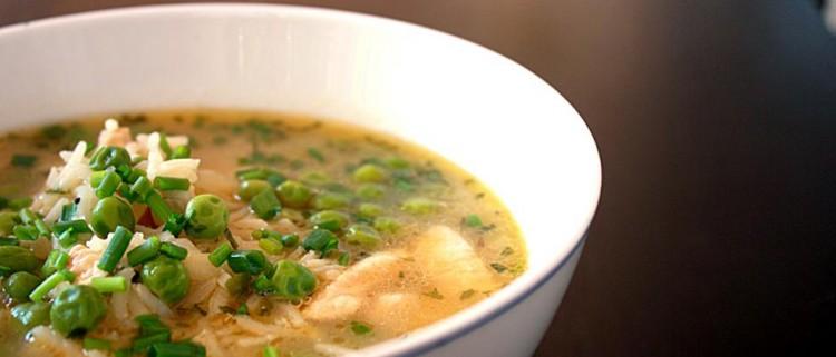 Вкусный куриный суп с зелёным горошком
