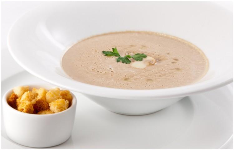 Подача грибного крем супа