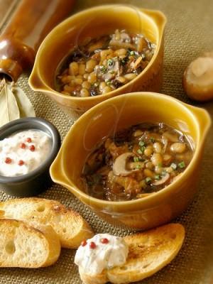 Вкусный суп с грибов и фасолью