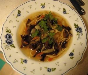 Белые грибы в супе