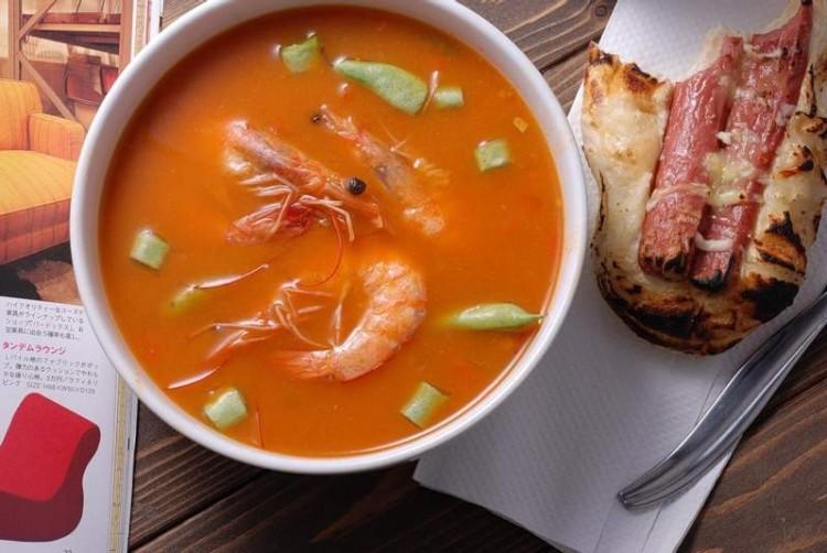 Суп с морепродуктамти и томатом