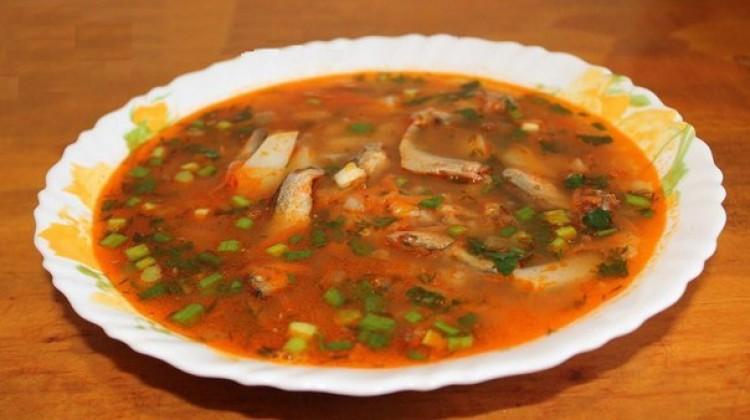Вкусный супчик с килькой в томате