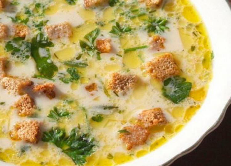 Очень вкусный суп с гренками