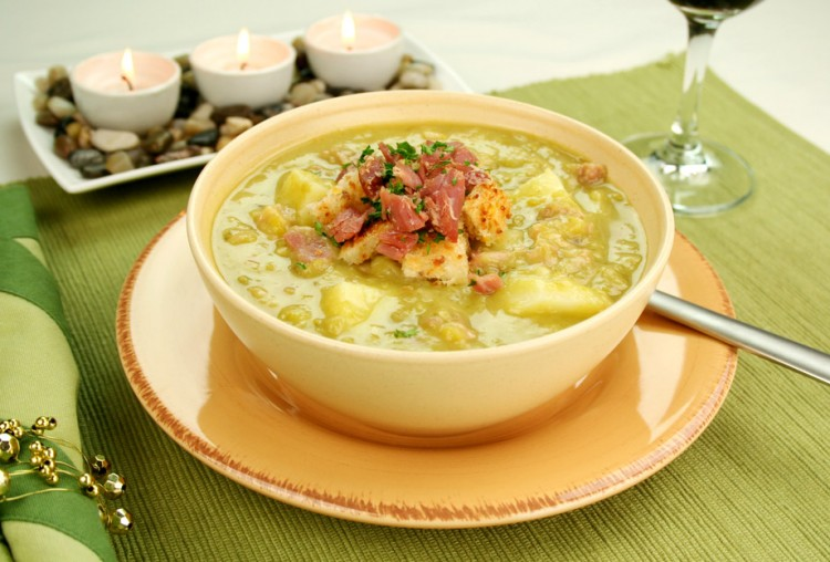 Вкусный гороховый суп с копчёностями