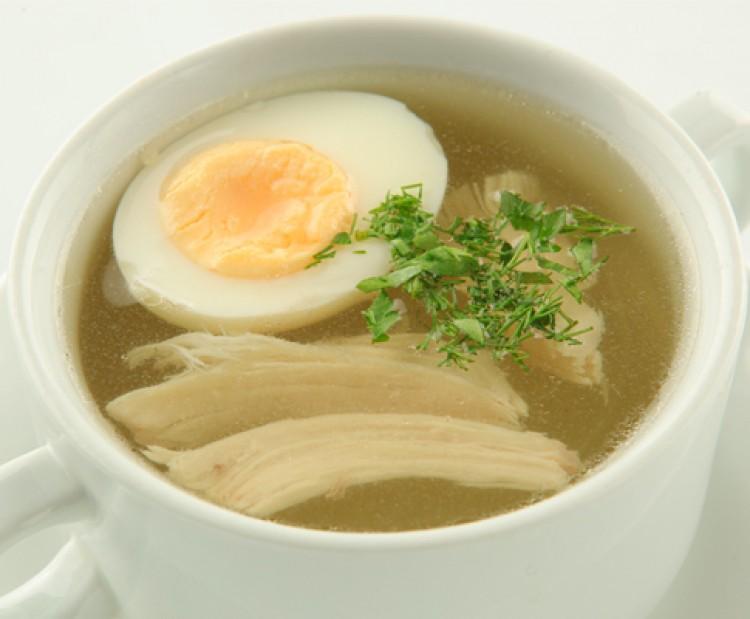Яйцо в курином бульоне