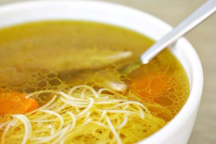 Вкусный куриный суп с макаронами