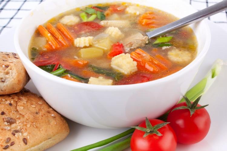 Овощи и лук в супе