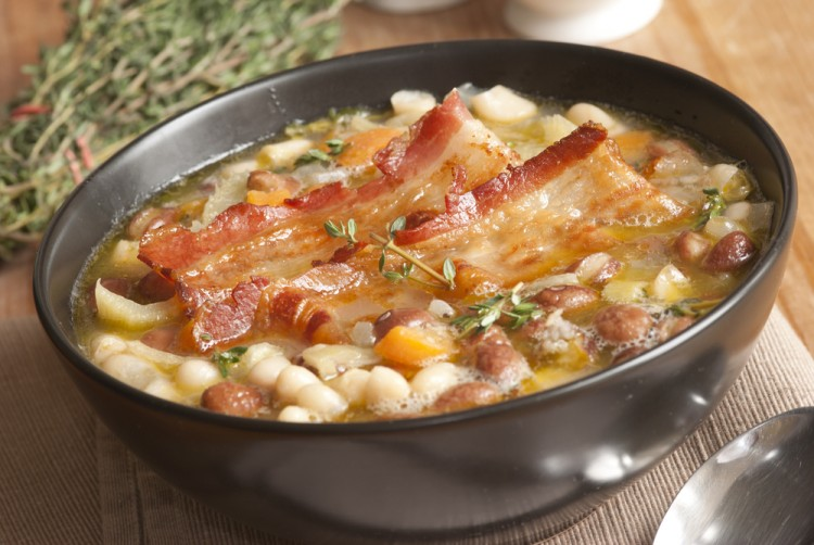 Вкусный суп с фасолью