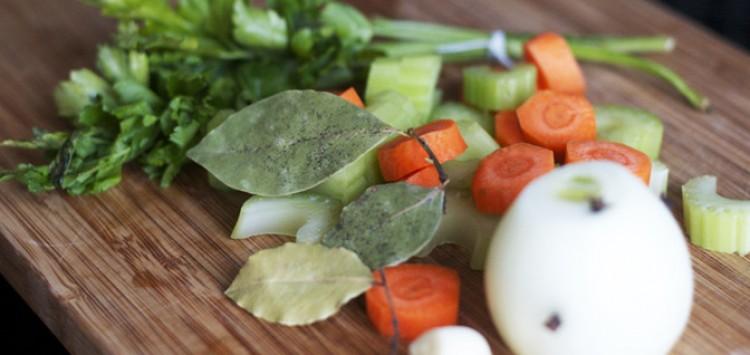 Режем овощи на бульон