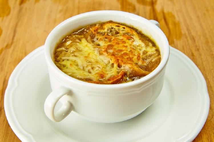 Вкусный суп с луком