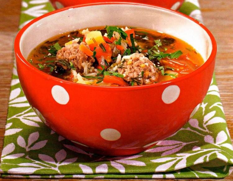 Вкусный суп с рисом и томатами
