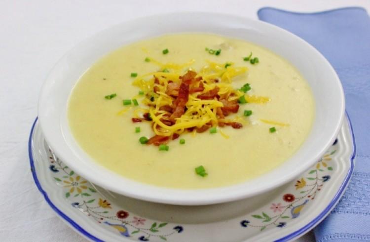 Вкусный суп с сыром и беконом