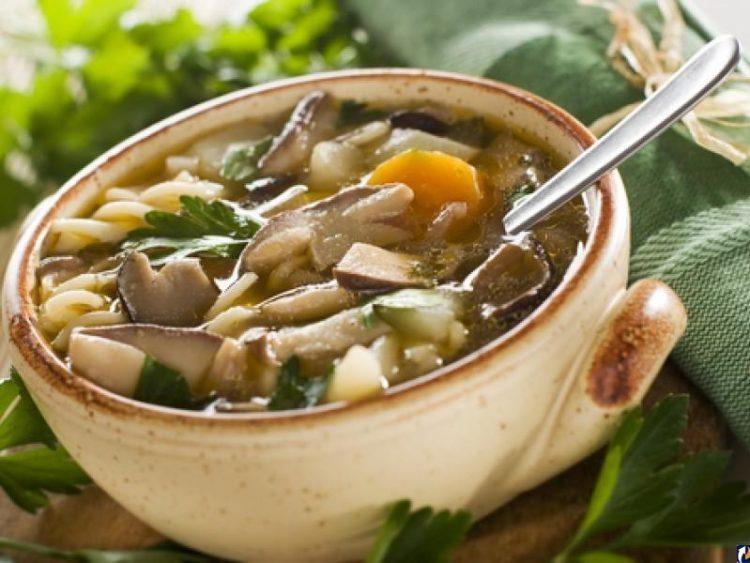 Вкусный грибной суп с курицей