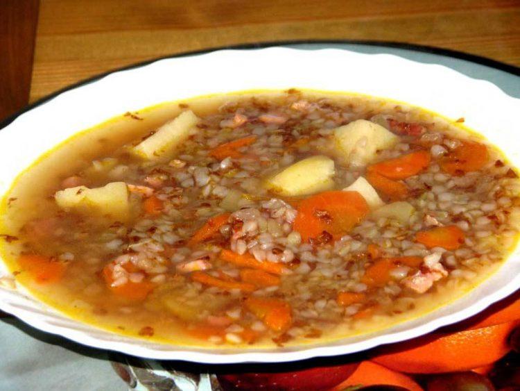 Вкусный куриный суп с гречкой