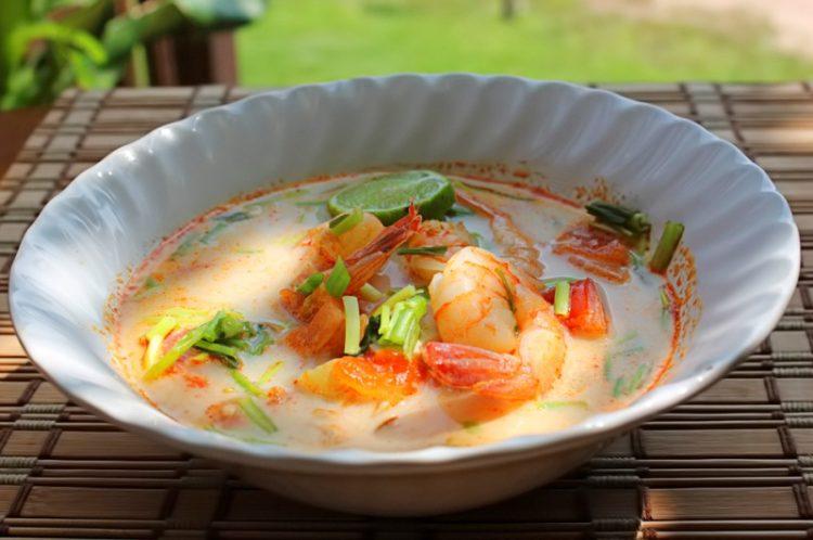 Вкусный суп с креветками