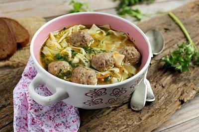 Вкусный суп с фрикадельками и лапшой