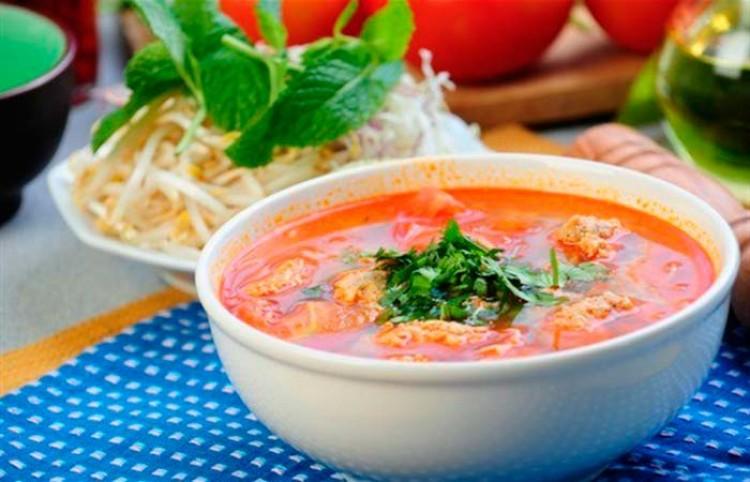 Вкусный суп с томатом и фрикадельками