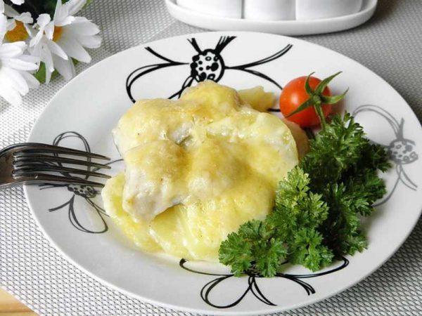 Вкусная рыба под соусом бешамель