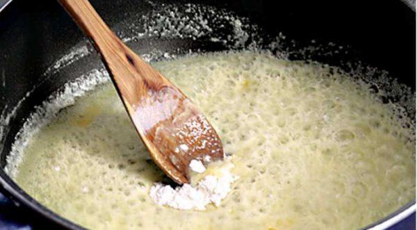 Приготовление соуса из молока