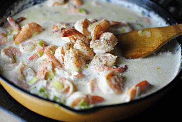 Приготовление соуса с креветками