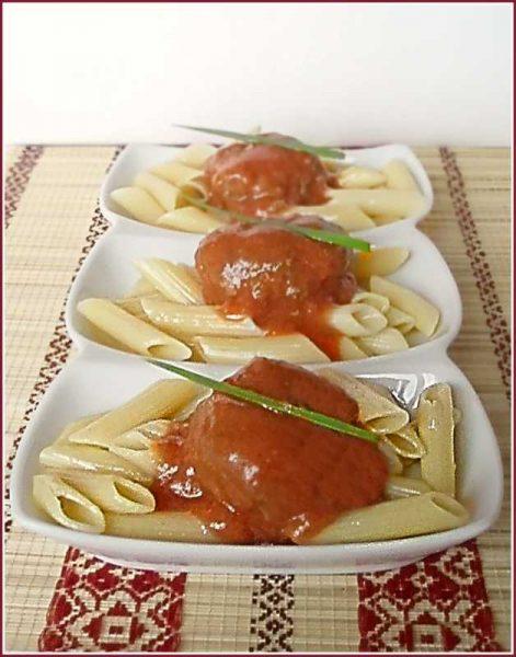 Красный соус с макаронами