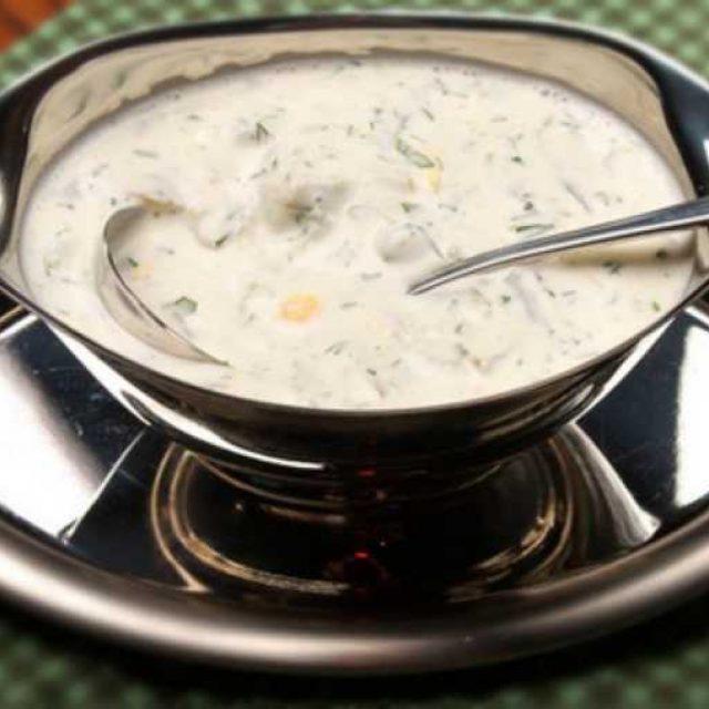 Готовим соус со сметаной и базиликом