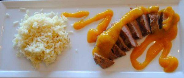 Утка под соусом из манго