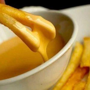 Подаем горячий сырный соус