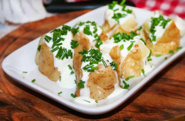 Картошка под соусом из сметаны