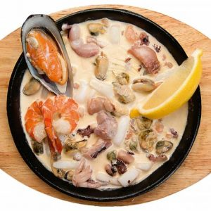 Морепродукты с масляным соусом