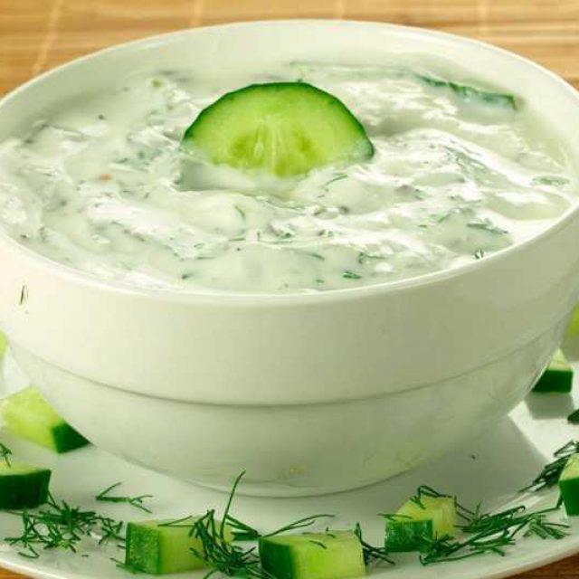 Готовый соус из йогурта подача