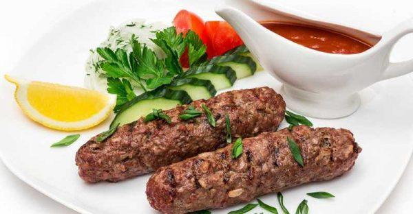 Люля кебаб с соусом