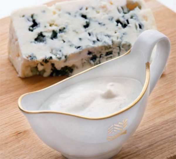 Сыр с плесенью в заправке