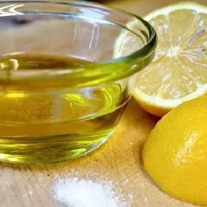Смесь растительного масла и лимонного сока
