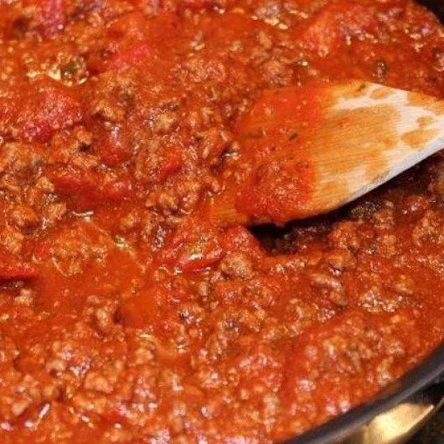 Подлива с фаршем и томатной пастой